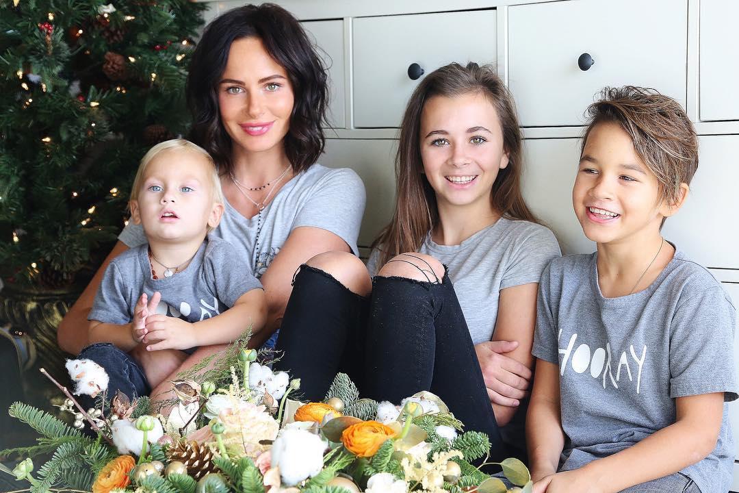 звезды с тремя детьми фото средства фотографии